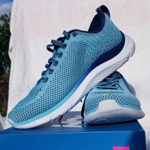 Women's blue running shoes